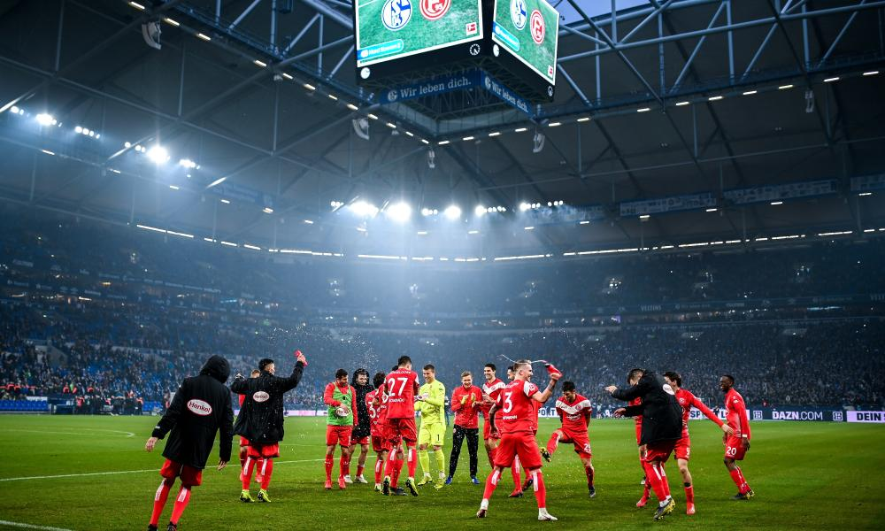 Fortuna Düsseldorf players celebrate victory.