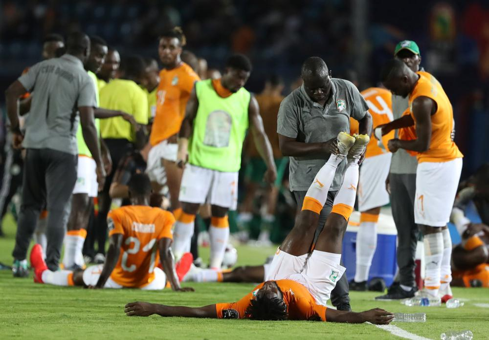 Ivory Coast's Franck Kessie stretches.