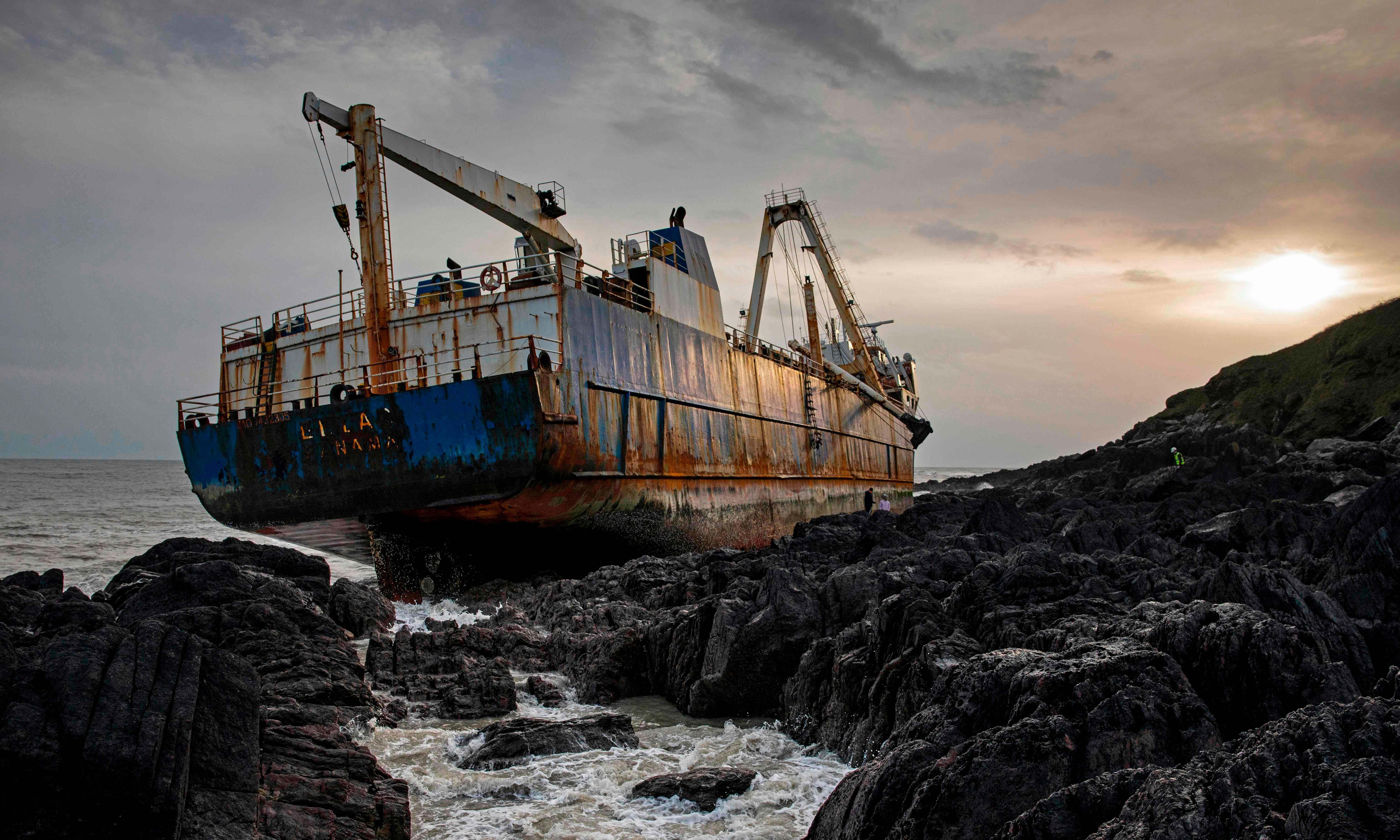 Irish contractors get first look at grounded 'ghost ship' MV Alta