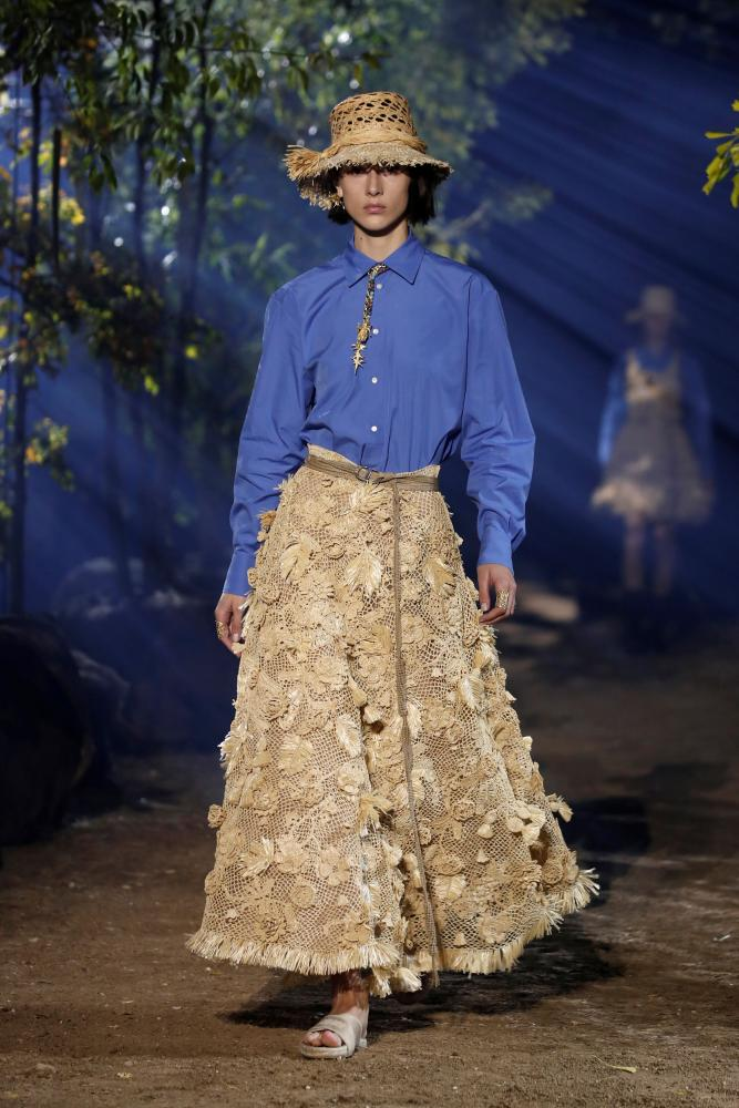 Long hessian skirts were paired with shirts of utility blue.