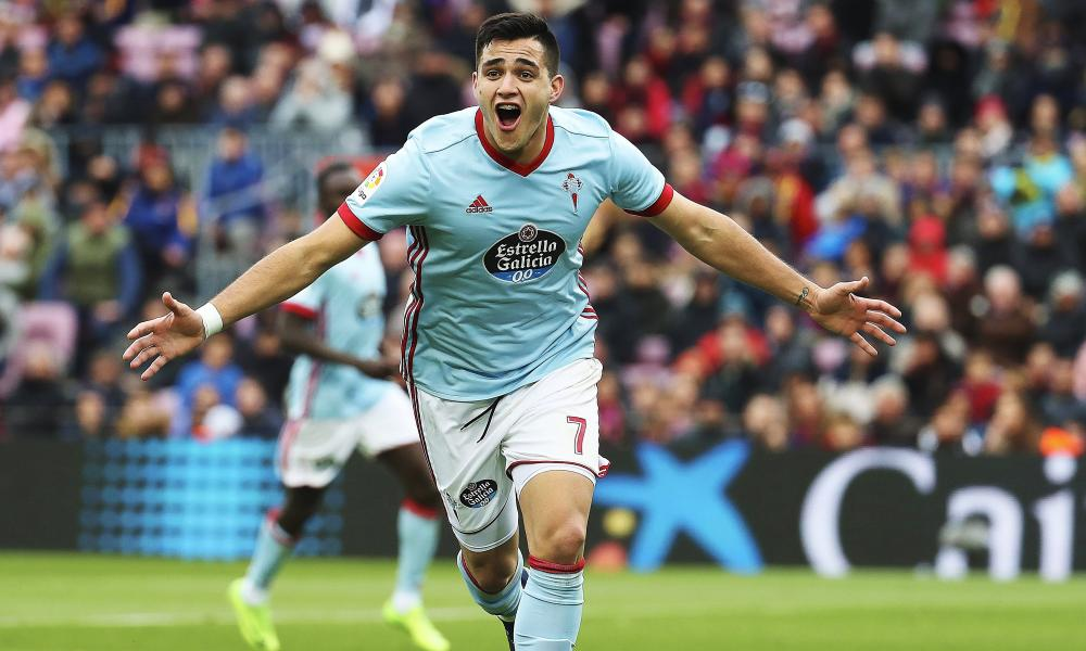 Maxi Gómez  celebrates scoring for Celta Vigo against Barcelona in December 2017