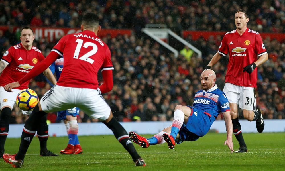 Stoke City's Stephen Ireland shoots wide