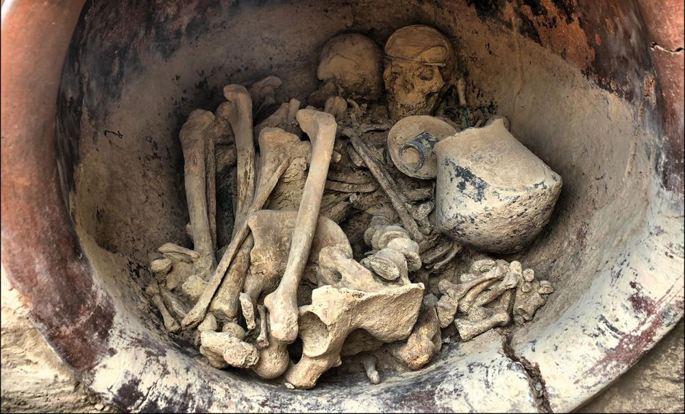The remains of a man and a woman in a large ceramic jar have been found at La Almoloya/