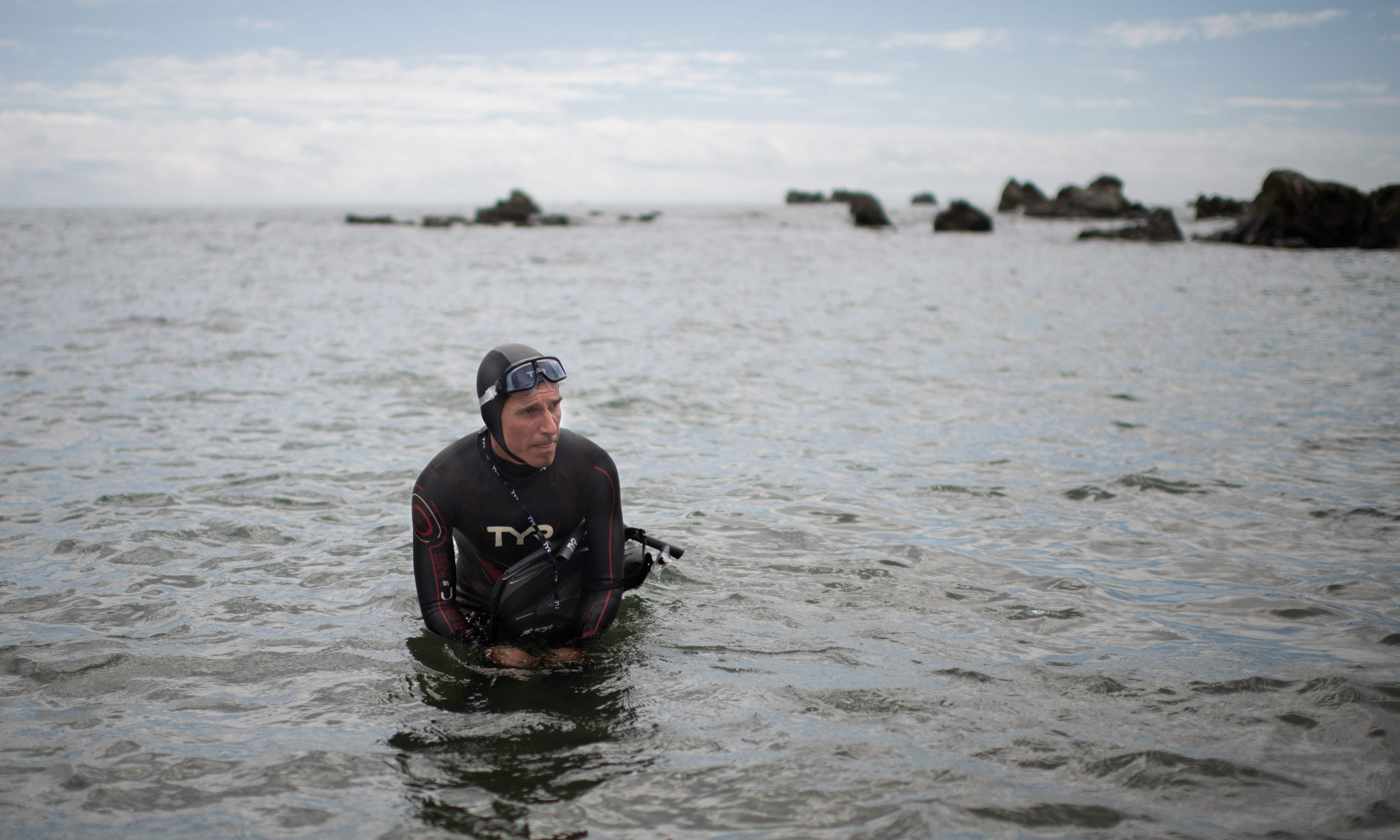 Man begins six-month swim through 'Great Pacific garbage patch'