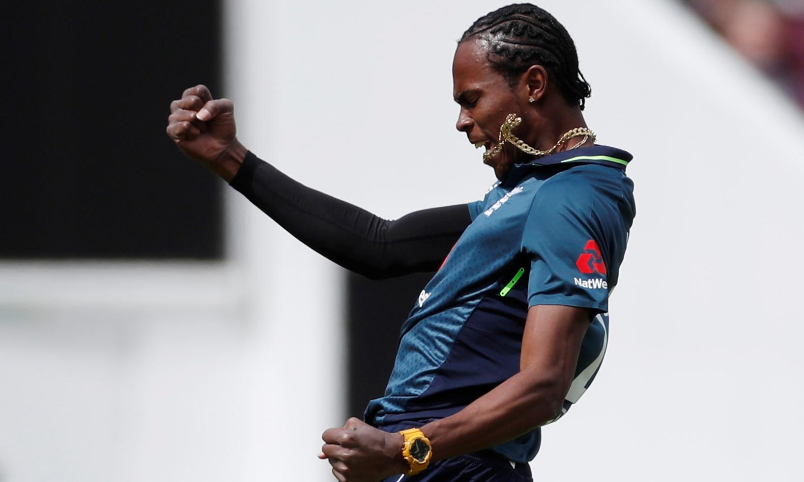 Jofra Archer makes impact as England and Pakistan get off to damp start