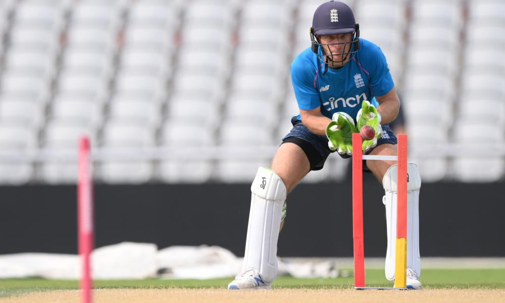 Jos Buttler will return to the England team for their final Test against India.