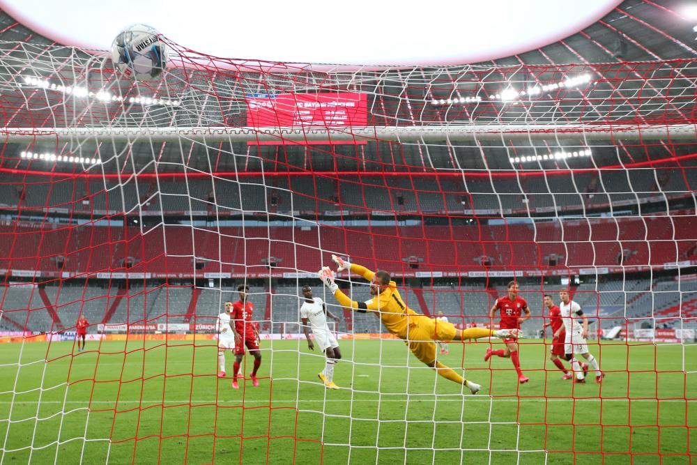 Leon Goretzka thumps the ball past Eintracht Frankfurt keeper Kevin Trapp to open the scoring.