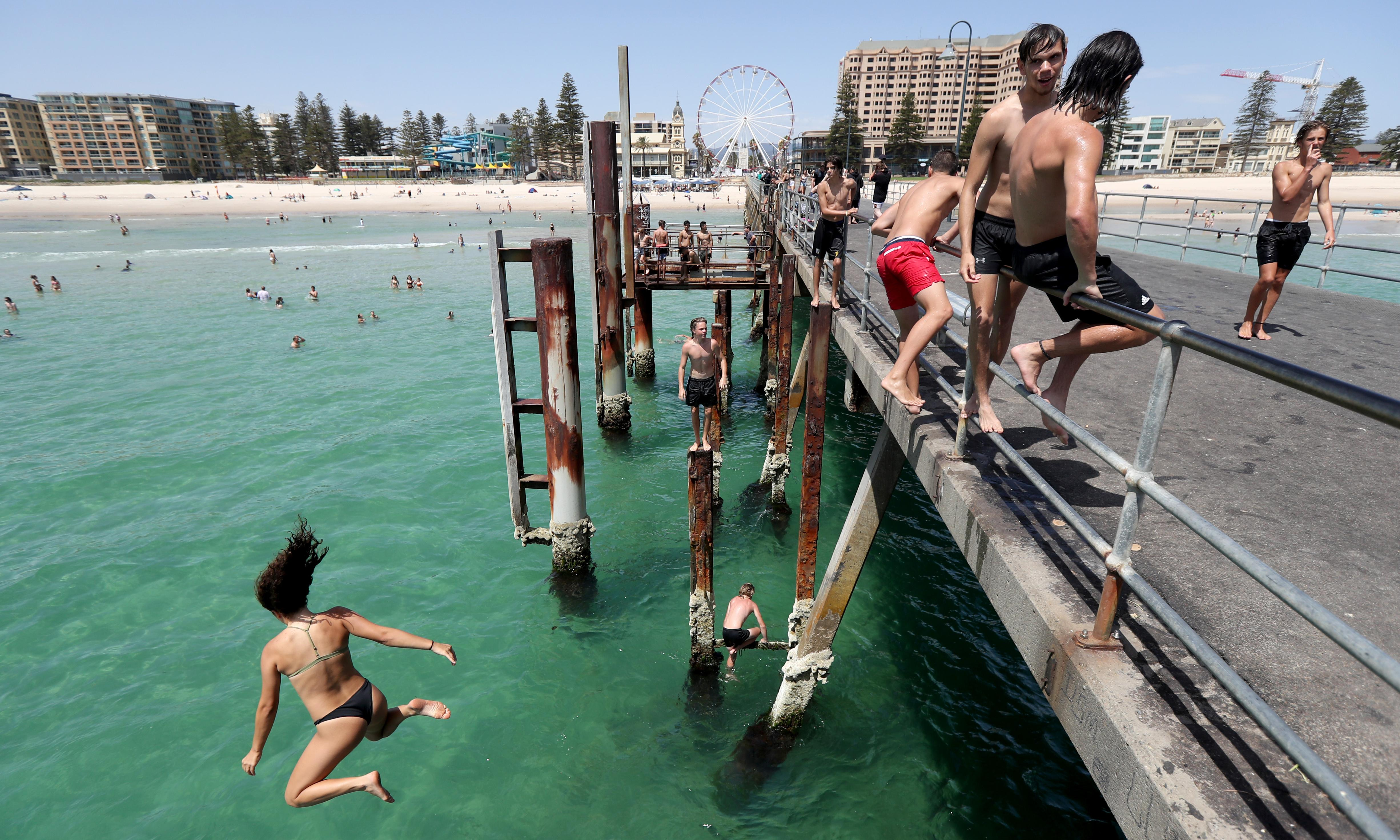 Heatwave could topple Adelaide's 80-year-old temperature record of 46.1C