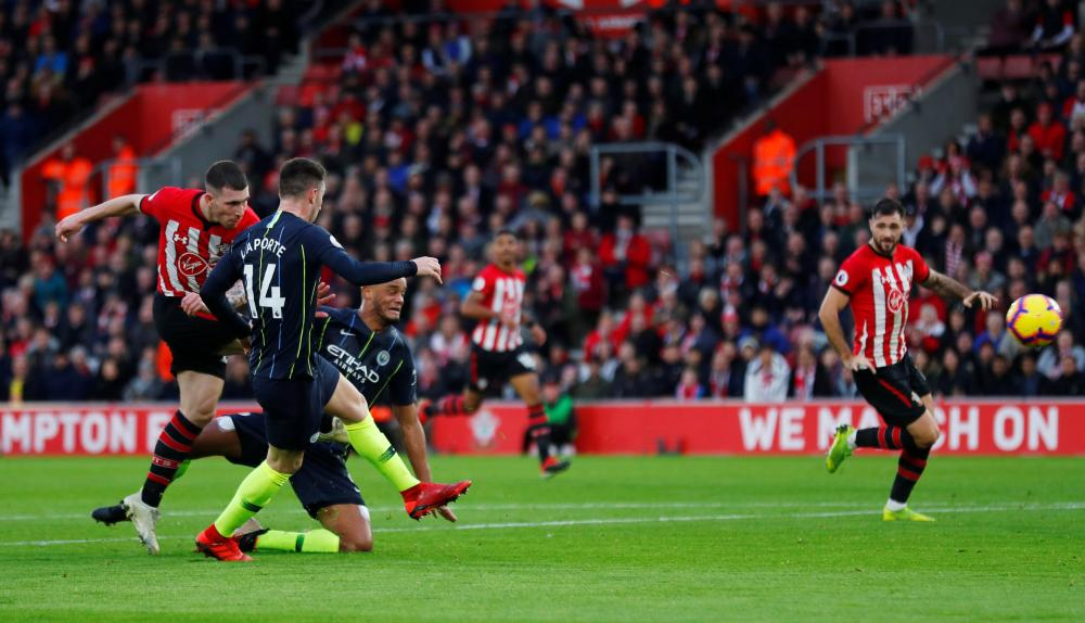 Southampton's Pierre-Emile Hojbjerg scores the equaliser