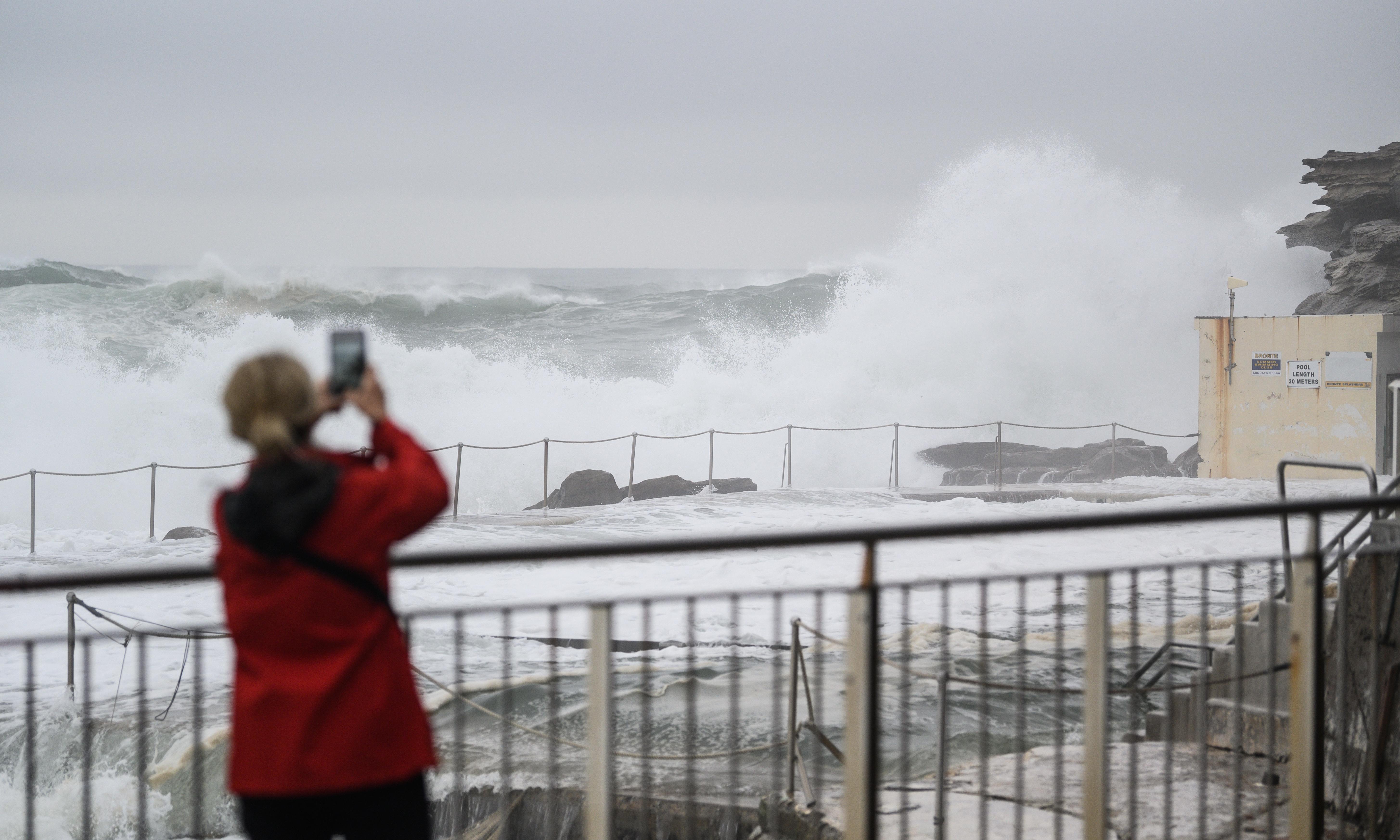 Storms to hit Sydney over weekend as Lord Howe Island endures ex-cyclone Uesi