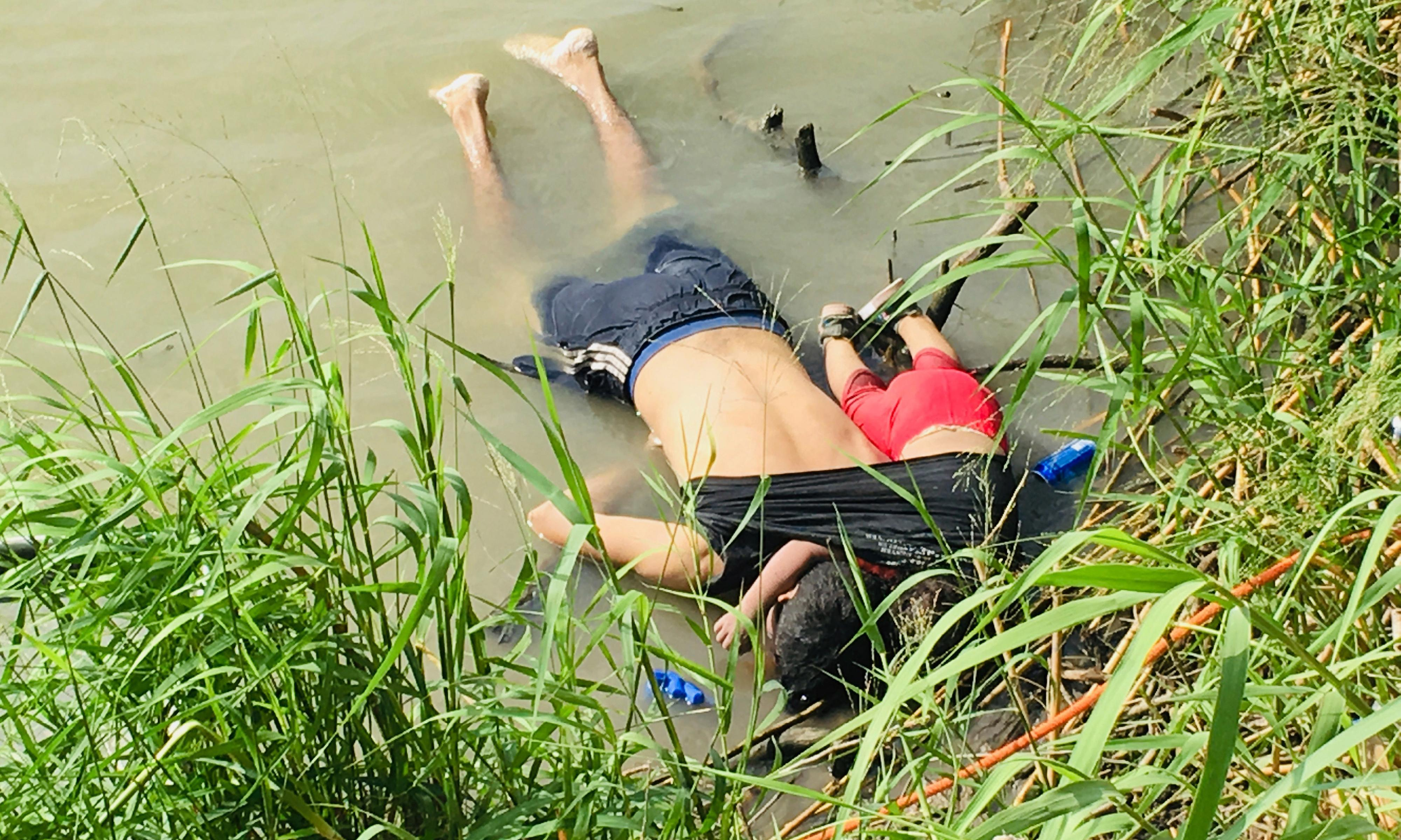 Shocking photo of drowned father and daughter highlights migrants' border peril