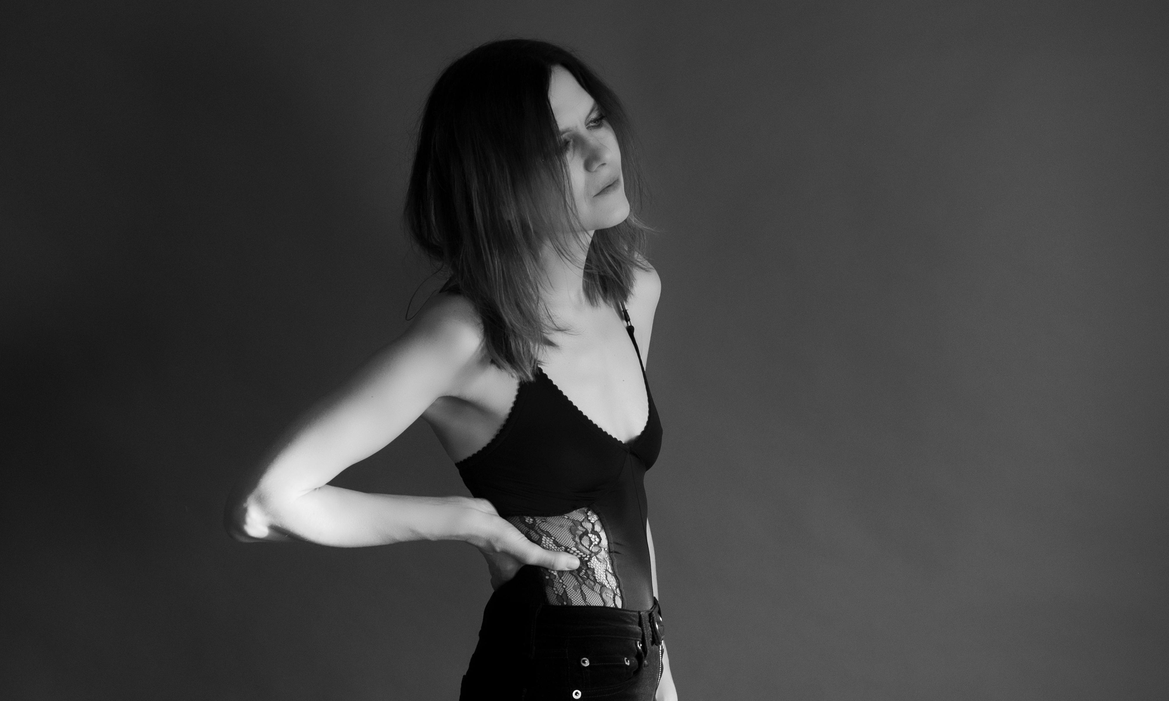 Juliana Hatfield: Weird review – wry alt-rock storyteller shines anew