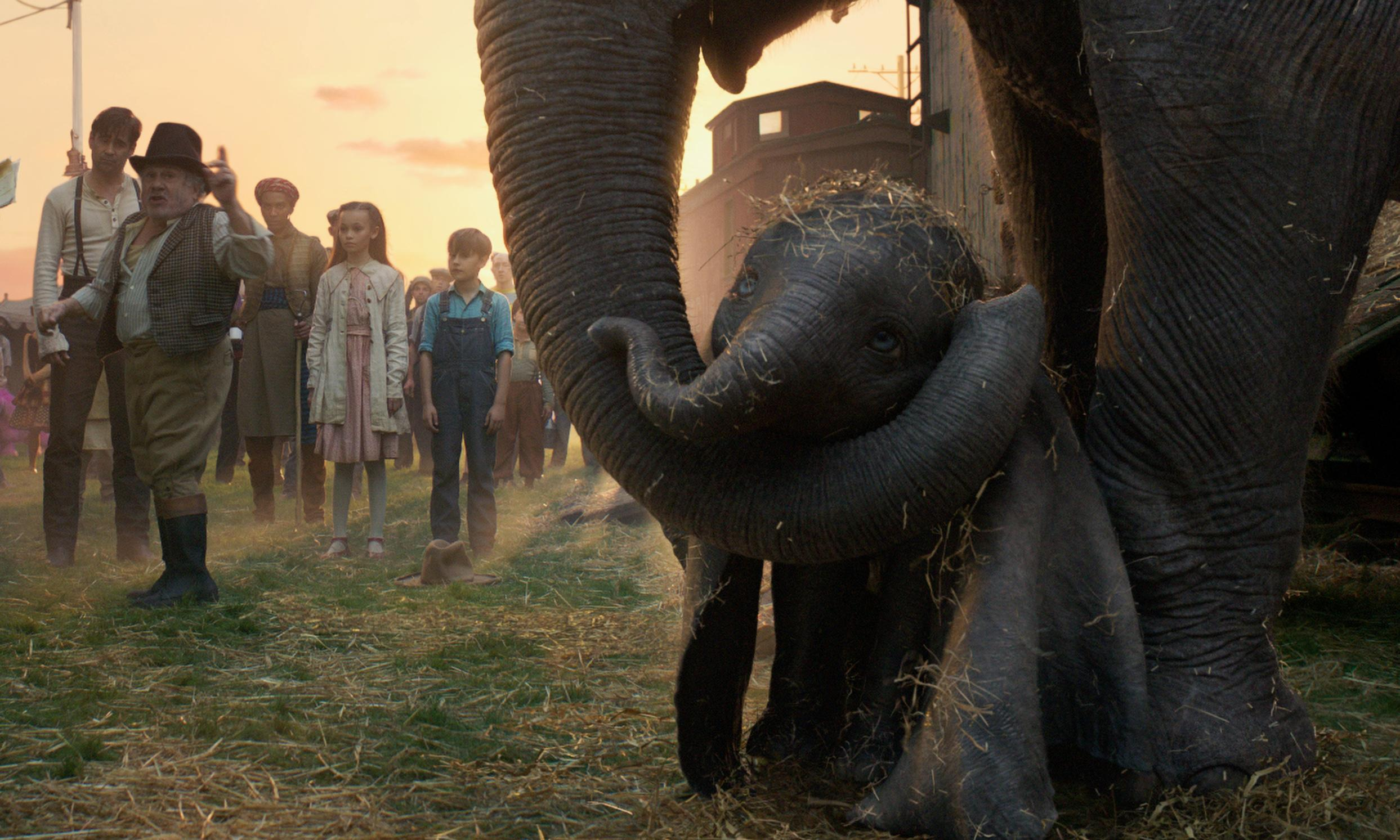 Dumbo review – Tim Burton remake lands with elephantine thud