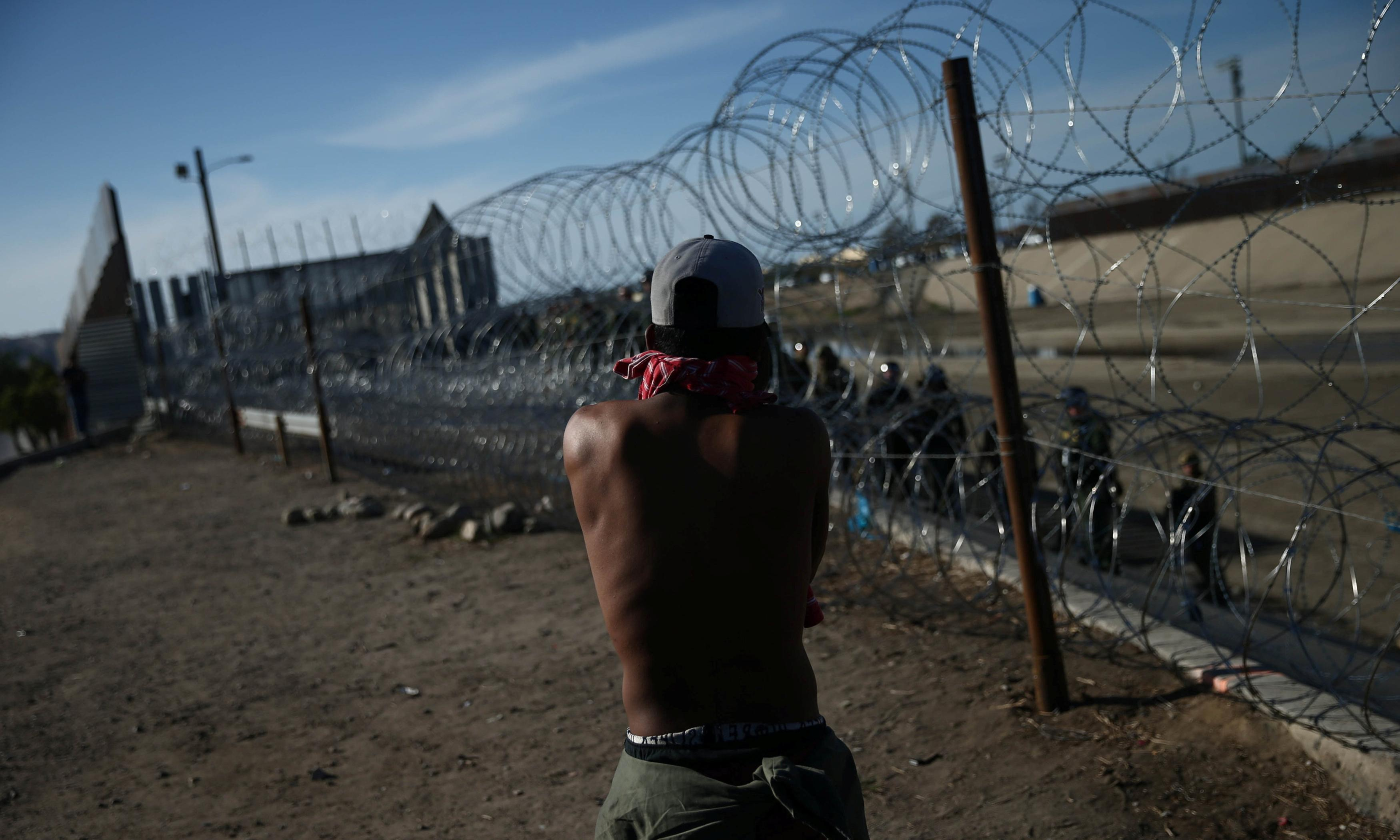 America pays for the wall: thieves mock Trump by stealing border razor wire