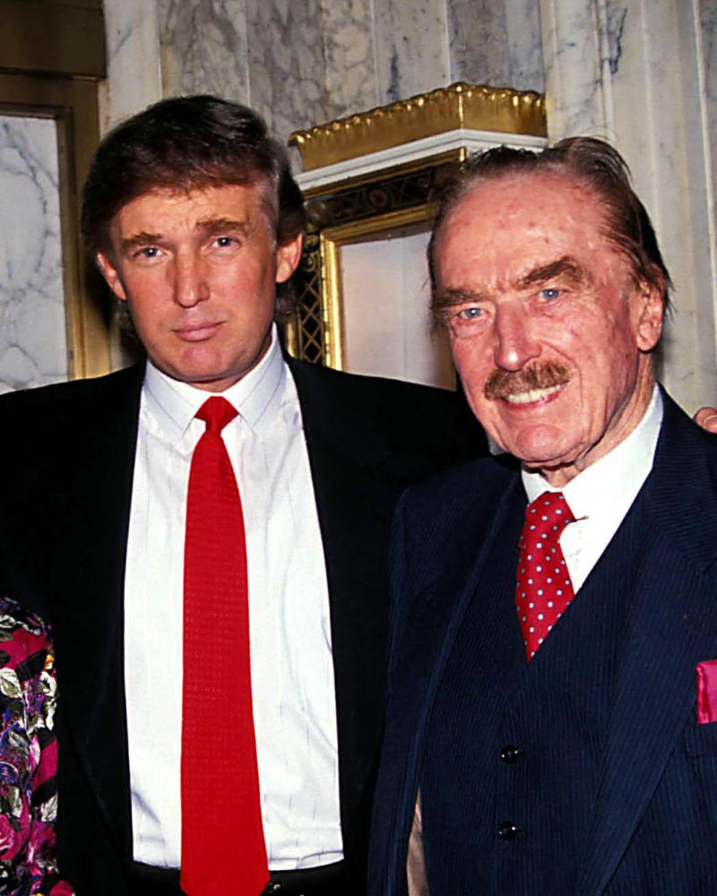 16481.FRED TRUMP AND WIFE WITH SON DONALD TRUMP. / 1992(Credit Image: A© Judie Burstein/Globe Photos/ZUMAPRESS.com)CDTHB4 16481.FRED TRUMP AND WIFE WITH SON DONALD TRUMP. / 1992(Credit Image: A© Judie Burstein/Globe Photos/ZUMAPRESS.com)
