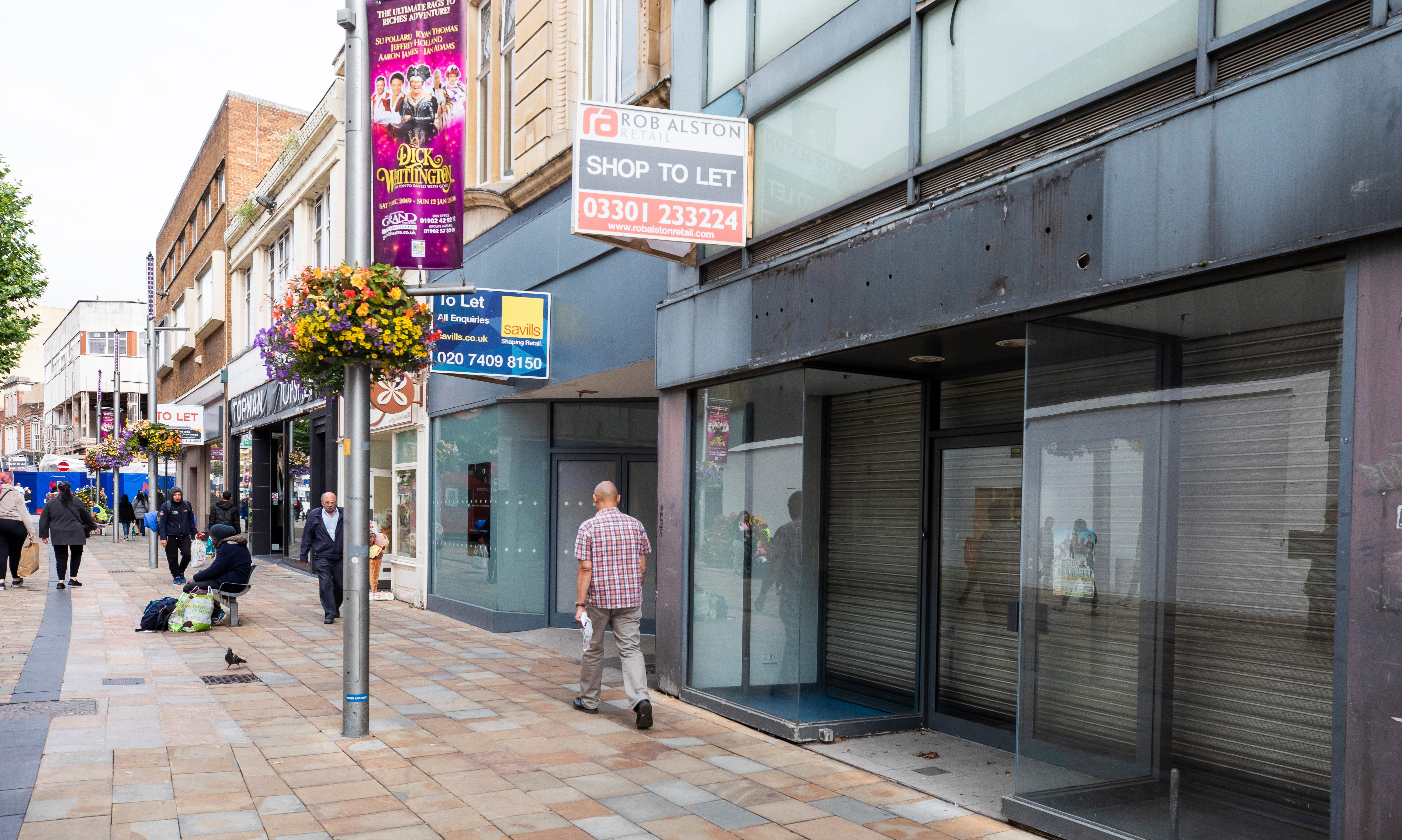 Retailers call for action as high street store closures soar