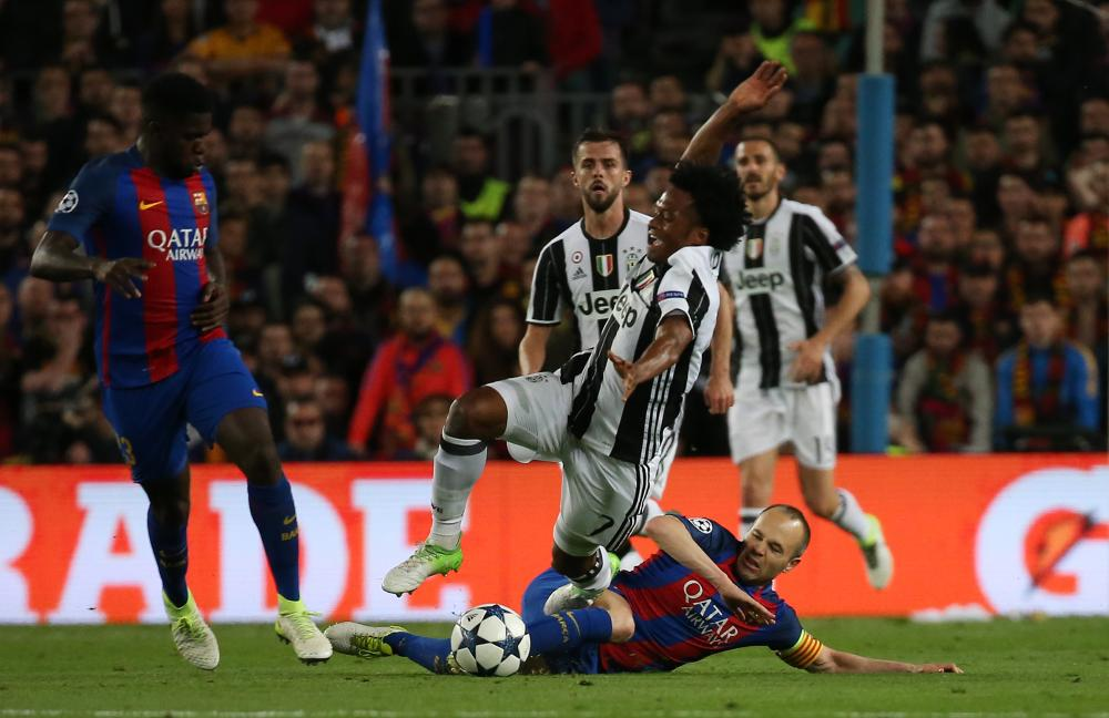 Iniesta takes out Cuadrado.