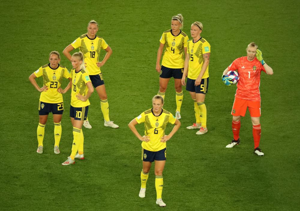 The Swedish players await the VAR decision.