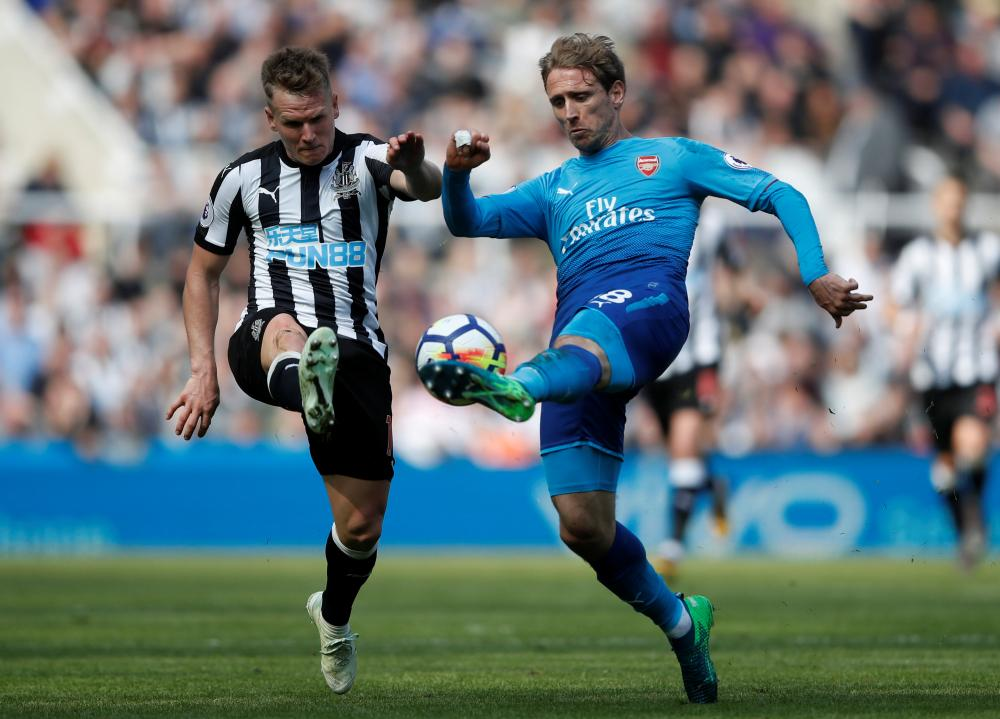 Monreal, challenged by Ritchie.