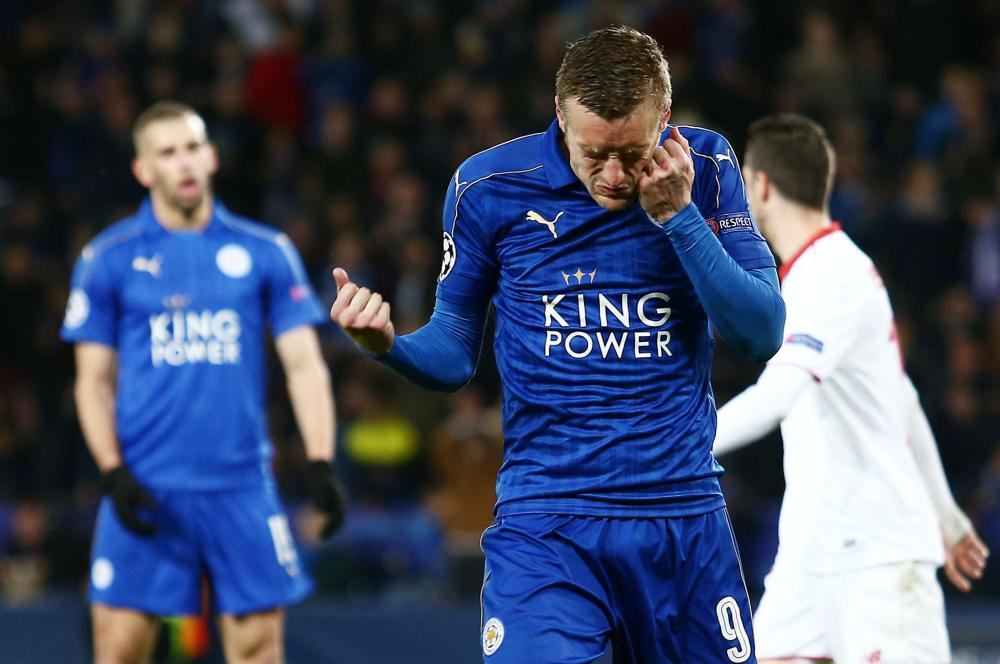 Jamie Vardy of Leicester City punches himself in frustration.