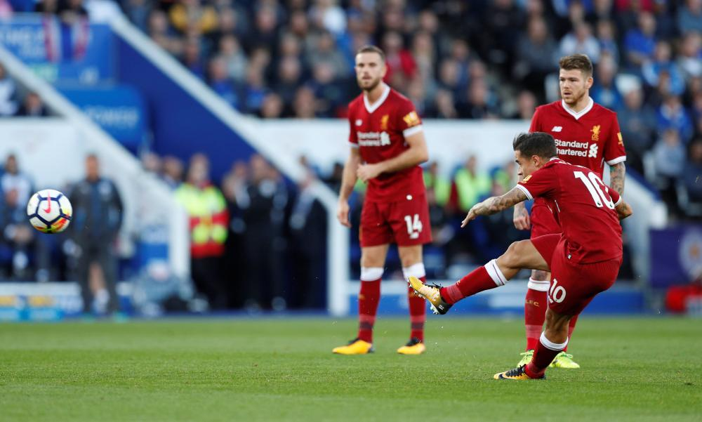 Coutinho scores Liverpool's second goal from the free-kick.