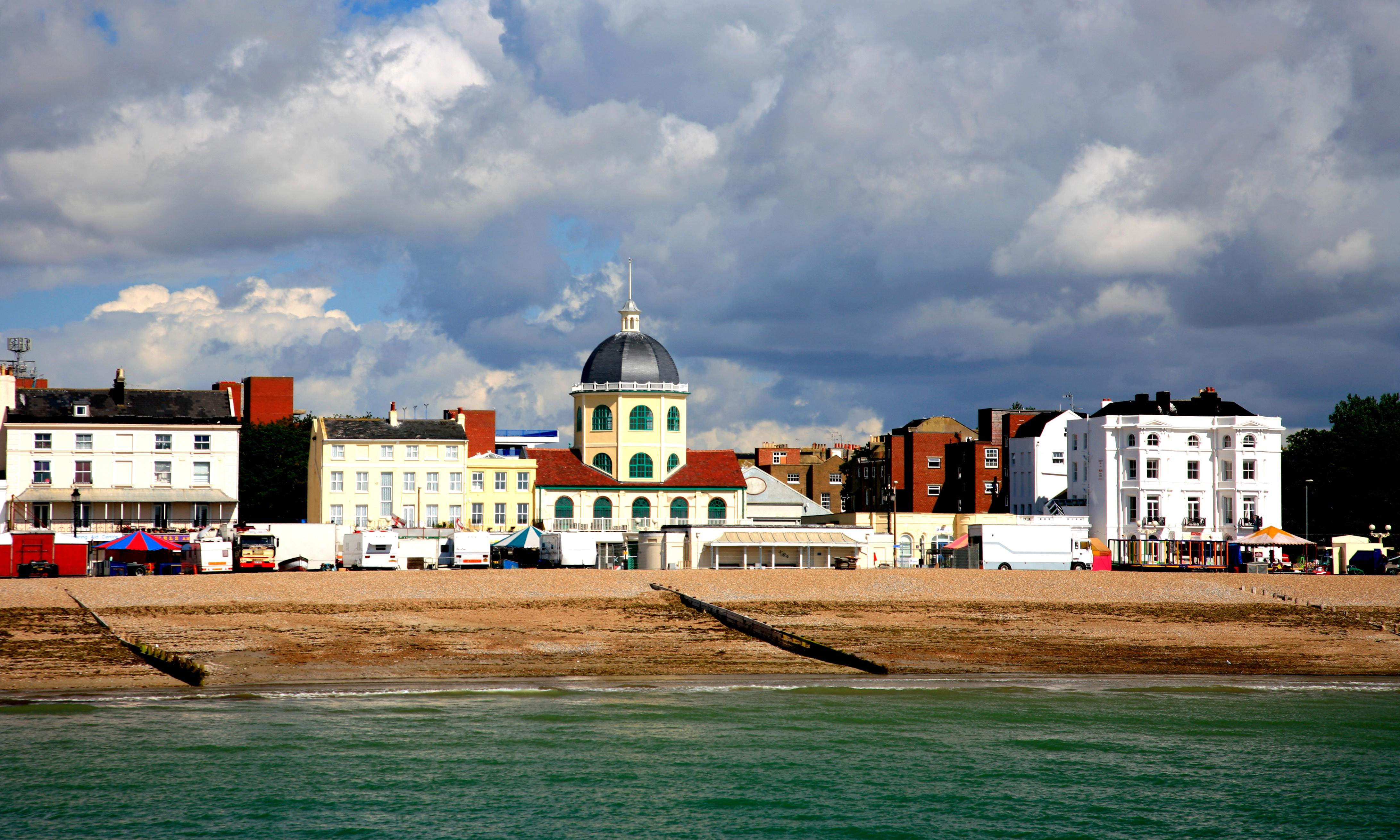 Chemical incident at Worthing pier leaves people vomiting