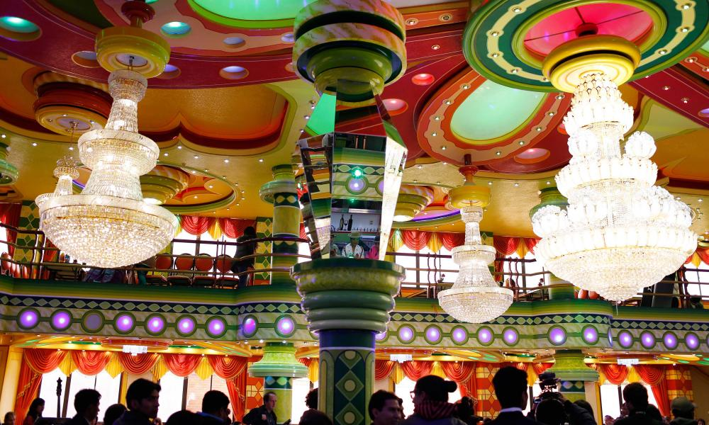 The ceiling of a mini-mansion ballroom in use in El Alto.