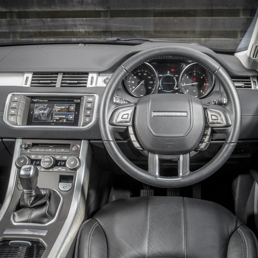 range rover evoque car review it s a compromise car. Black Bedroom Furniture Sets. Home Design Ideas