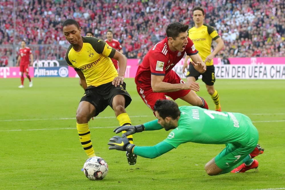 Robert Lewandowski goes down under a challenge from Abdou Diallo.
