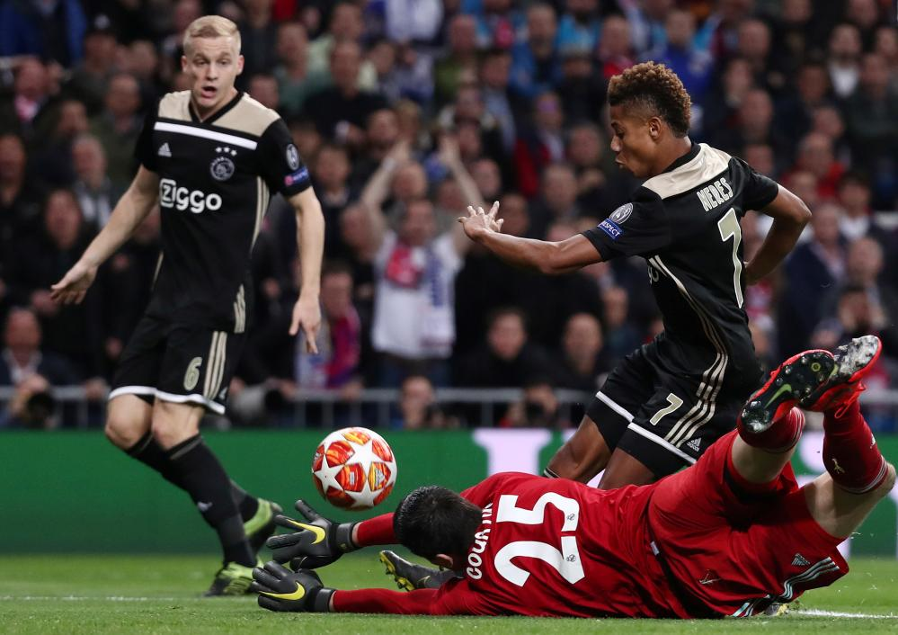 David Neres scores Ajax's second goal.